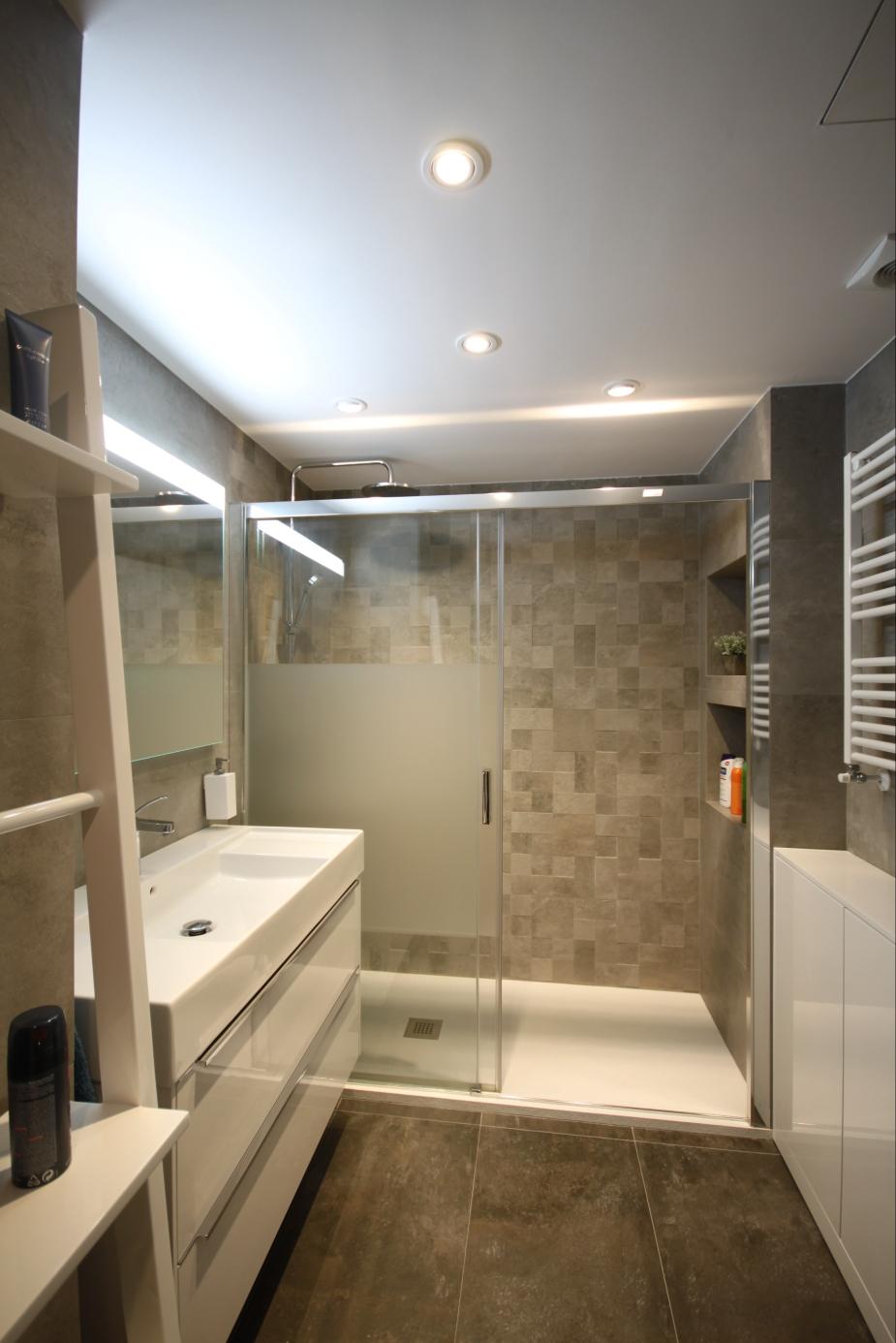 Gahecor baño reformado con azulejo de saloni