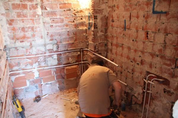 replanteando instalación de fontanería en multicapa en reforma de vivienda de Gahecor.JPG