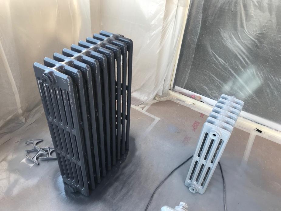 radiador de hierro fundido pintado en color gris emaltado.jpg